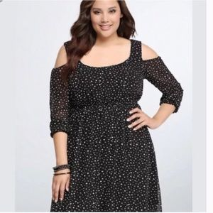 Torrid B&W Heart Print Cold Shoulder Dress